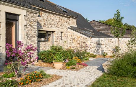DECOJARDIN Aménagement De Jardin Avec Allées Pavés Et Dallage Céramique à Saint Etienne De Montluc