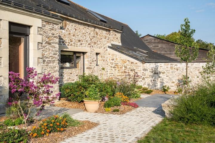 DECOJARDIN Aménagement De Jardin Avec Allées Pavés Et Dallage Céramique à Saint Etienne De Montluc 1